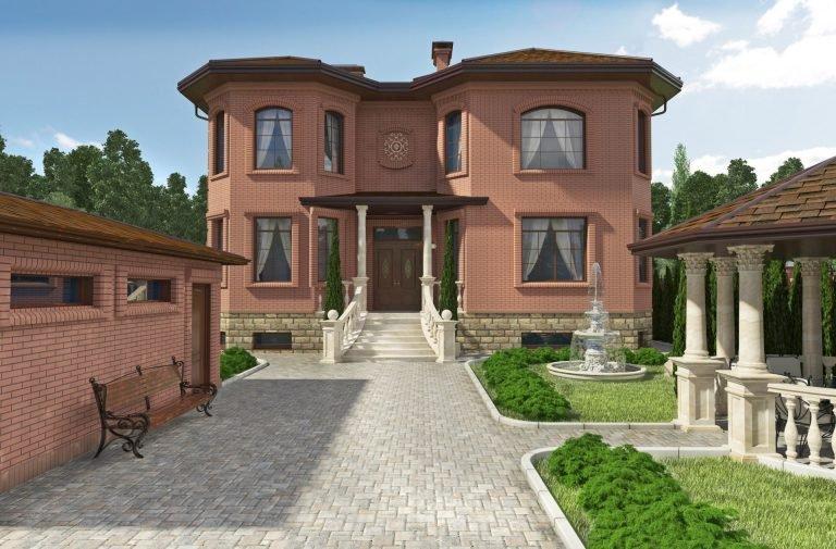 Дизайн фасада загородного дома и ландшафта, входная зона колонны и баллюстрады, декоративный кованый орнамент, во дворе фонтан и беседка, отделка цоколя выполнена из натурального камня