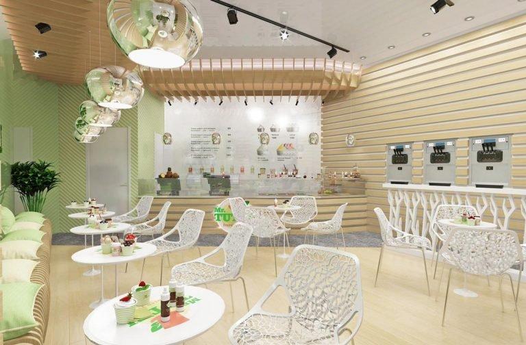кафе в эко стиле, деревянные панели на стенах, белые столики и стулья, параметрический потолок, деревянные рейки на стенах, хромированные светильники, на потолке освещение на штанге