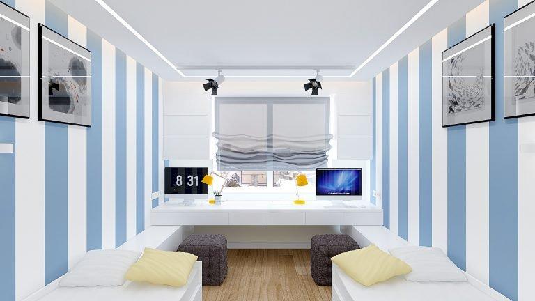 детская комната для двух мальчиков, стол у окна, две кровати икеа, обои линейные, трековые светильники